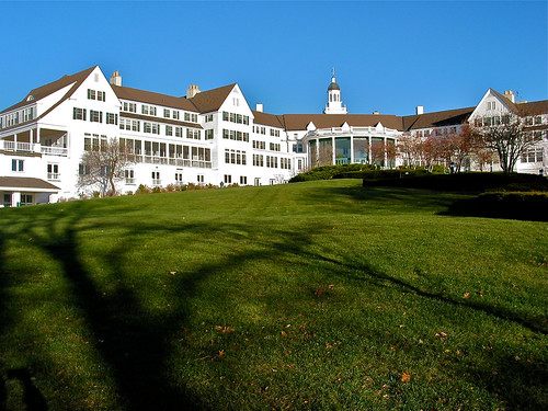 The Sagamore Resort (1882 / rebuilt 1930) – lakeside view