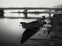 dreams of a sweetfish fisherman (StephenCairns) Tags: bridge winter blackandwhite bw japan night river boat fisherman rope bamboo dreams  fishingboat ayu  gifu  moored   comorant  outboardmotor nagarariver  sweetfish    30mmsigmaf14  canon50d  stephencairns comorantfishing nagarabridge  50dcanon bamboomooring