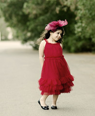 (Ebtesam.) Tags: red sunlight tree cute green girl kid dress 85mm curly saudi arabia jeddah aljazi ebtesam nikond7000