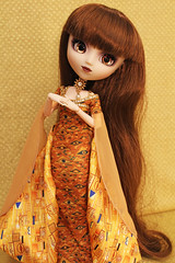 Lolita Loves Klimt (Mariko&Susie) Tags: cat canon eos gold golden cool eyes doll dolls dress barbie klimt cm gustav 600 bauer pullip 27 adele bloch obitsu adsiltia marikosusie