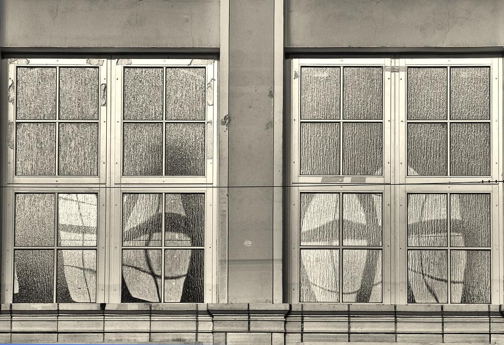 Spiegelkabinett (PK Fotografie) Tags: White Black Window Fenster Spiegel Fliesen  Schwarz Weis