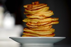 Pannkoogitorn (anuwintschalek) Tags: winter food tower home kitchen pancakes recipe austria essen january 85mm stack torn kche toit turm selfmade niedersterreich 2012 eesti kodu selbstgemacht talv estonian wienerneustadt micronikkor pfannkuchen haufen isetehtud sk kk estnisch retsept d7k pannkoogid pannkook nikond7000 isekpsetatud lffelpfannkuchen lusikapannkook pannkoogitorn