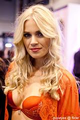 Salon de la lingerie (Popeyee) Tags: жена гърди сутиен представисичесижена портокало