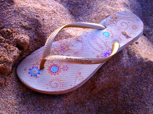 blue red sunlight beach gold grey hawaii sand slim rubber flipflop textures havaianas taupe beachsandal peggy2012creativelenz img1366p