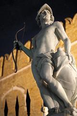 fino all'ultima freccia (invitojazz) Tags: venice statue night nikon venezia arsenal notte arsenale ares d90 staua invitojazz vitopaladini