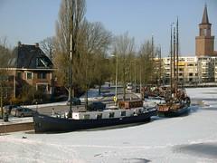 Leeuwarden, boats in ice (Davydutchy) Tags: holland netherlands february friesland 2012 leeuwarden fryslân ljouwert
