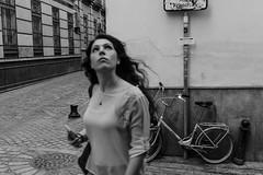 La cabeza alta (cromb2) Tags: street urban photography calle sevilla streetphotography ciudad urbana fotografa callejera fotografiaurbana fotografacallejera sonya6000