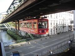 Wuppertal: Schwebebahn leaving Station (harry_nl) Tags: germany deutschland 2011 wuppertal schwebebahn robertdaumplatz bauhaus gtw72 25