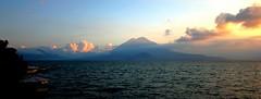 IMG_0219001 (Neanderthal Wanderlust) Tags: lake lago see scenery meer guatemala paisaje amanecer landschaft sonnenaufgang panajachel landschap soluppgng zonsopgang landskap sj morgenrot sj lagodeatitln lawa wow1 salidadelsol  laku tanawin tagesanbruch