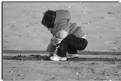 Liberi di sognare (valeriolanci) Tags: italy verde italia nuvole rimini cielo di rosso azzurro bianco amicizia spiaggia bianconero romagna liberi sognare canon70300f456 5photosaday dedicata canoneos400d valeriolanci yourcountry 100commentgroup mygearandme ilblogvaleriodarimini interessantissimafotowowfotopedia