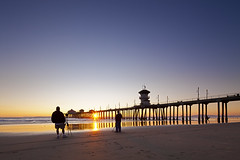 two photographers (Eric 5D Mark III) Tags: california sunset people usa color beach canon landscape photography pier twilight photographer unitedstates surfer wideangle orangecounty huntingtonbeach tone ericlo eos5dmarkii tse17mmf4l