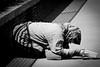 Scene di povertà, Roma, Lazio, Italia. (william eos) Tags: desktop bw italy roma art canon geotagged photo italia william fotografia colosseo tema photografy mendicante elemosina canonef24105mmf4lisusm canoneos450d williameos williamprandi povertà