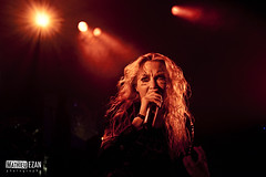 Arch Enemy (Mathieu EZAN) Tags: show red woman france sexy colors girl metal lights concert live gig band singer blonde vannes deathmetal ambiance archenemy 1635 angelagossow canon5dmarkii echonova mathieuezan