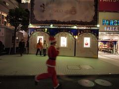 走るサンタ (がじゅ) Tags: 渋谷 散歩 クリスマス イルミネーション epl2