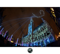 The Grand Place - Brussels : Electrabel' sound and light show 2011 (_PEC_) Tags: show light brussels en fish paris eye night photoshop canon visions photo village place belgium belgique bell no bruxelles grand images hobby best fisheye tokina sound pro 5d 12 markt 36 27 pure 19 dri franais hdr electra 41 francais barred grote the mark2 pec photographes 2011 electrabel 3391 francophones 1017mm junkees loverz gupr oloneo hdr