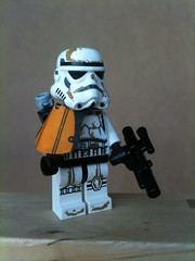 Sandtrooper (Chilliswood) Tags: starwars lego stormtrooper minifig minifigs legominifigure minifigure sandtrooper minifigures squadleader minfig minifgure legominifigures 9490 droidescape legominfigure