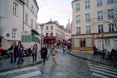 la croise des chemins (v.ir.g.il.e) Tags: street leica paris film analog kodak montmartre m6 portra400