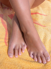 (Tellerite) Tags: feet toes barefeet beautifulfeet prettytoes sexytoes sweetfeet prettyfeet sexyfeet girlsfeet femalefeet femaletoes candidfeet beautifultoes younggirlsfeet youngfeet baretoes girlstoes girlsbarefeet teenagefeet teenagetoes teengirlsfeet girlsbarefoot youngfemalefeet candidtoes youngfemaletoes