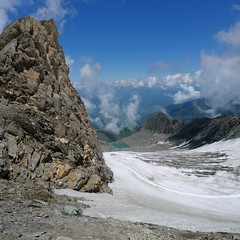 A difficult climb to the flag of the Kitzsteinhorn (Bn) Tags: summer vacation snow ski mountains alps salzburg ice sports landscape geotagged austria climb high topf50 rocks skiing hiking flag glacier alpine valley meter peaks tours incredible viewpoint topf100 hoiday impressive austrian endless pistes highest slopes kaprun everlasting kitzsteinhorn tauern hohen 100faves 50faves 3203 holidaysvacanzeurlaub geo:lon=12682981 geo:lat=47190259 schmiedingersee