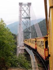 11.09.2011: Mit dem Petit Train Jaune unterwegs - durch viele Tunnel, über die Hängebrücke Pont Gisclard & weitere zig Brücken.