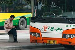手机时代3/Age of Cellphones III (KAMEERU) Tags: guangzhou bus public break cellphone smartphone transportation driver zk6110hgw