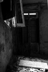 escape (Frank Perrucci) Tags: old hospital decay catanzaro
