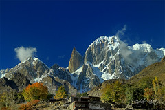 Ladyfinger Peak (Iqbal.Khatri) Tags: travel autumn pakistan nature colors rock river landscape highway village fort song peak spire autumncolors valley destination karakoram kkh hunza nagar sond gilgit ladyfinger iqbal altit altitfort baltistan khatri muztagh westernmost northpakistan travelandplaces iqbalkhatri autumninthevalley hunzanagar autumninhunza gettyimagespakistanq3 valleyofbeauty