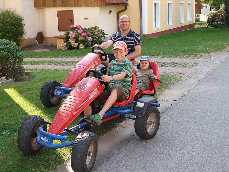 Kastanienhof Selz - Kettcar fahren