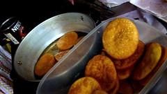 Sopaipilla (Andrés Arias - cafeycassette) Tags: chile santiago calle comida tipico callejera sopaipilla