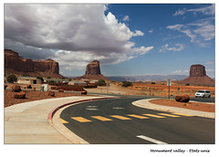 Arrive  Monument valley (ceagle80) Tags: arizona monument photoshop canon utah is valley amrique tatsunis 18135 ouest 550d