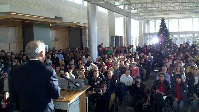 RON PAUL CedarRapidsWhistleStop2_010212_640x361_