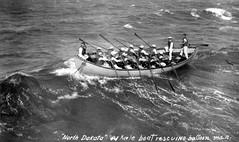 Anglų lietuvių žodynas. Žodis whale-boat reiškia banginių valtis lietuviškai.