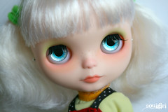 Snow and her blue and silver handpainted eyechips :)