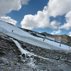 The best summer skiing on the Hintertux Glacier (Bn) Tags: world winter summer vacation people mountain 3 snow ski alps ice nature water way geotagged austria oostenrijk waterfall back chair topf50 melting all skiing iii year transport large down tourist panoramic best resort glacier alpine round gondola hiker alive carver peaks visitors heights gletscher snowboarder sunbather wal feelings zillertal austrian hintertux highest slopes indescribable spectacle lifts schwaz 3250m kier kabelbaan tuxertal arouse 50faves thriling hintertuxer gletscherbus gefrorenewandspitzen gefrorene 10660ft geo:lon=11664884 geo:lat=47061951