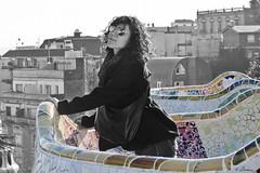 Belleza en el Parque Gell (Brizius) Tags: barcelona park parque bw white black girl beauty nikon guell barcellona belleza bellezza gaud ragazza d3100 brizius