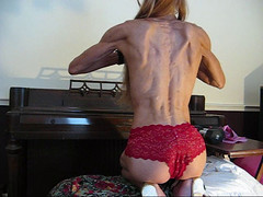 veron back 16 (Jonathan Mangold) Tags: woman muscular bodybuilding biceps flexing triceps musclewoman musclefemale