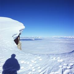 Pic Saint Michel (JP Roca) Tags: mountain mountains 6x6 zeiss montagne grenoble mediumformat hasselblad velvia epson velvia100 nuage paysage vercors e6 montagnes 80mm 500cm diapo hasselblad500cm v500 8028 tetenal carlzeissplanarcf80mmt