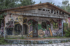 Comfy cottage (daniele paccaloni) Tags: windows house abandoned graffiti casa rust ruins decay cottage oxido holes ventanas ruinas damage murales buchi ruggine rovine finestre murali abbandono consonno abujeros