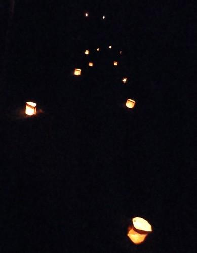 Luminarias que indican el camino, Punta Coral