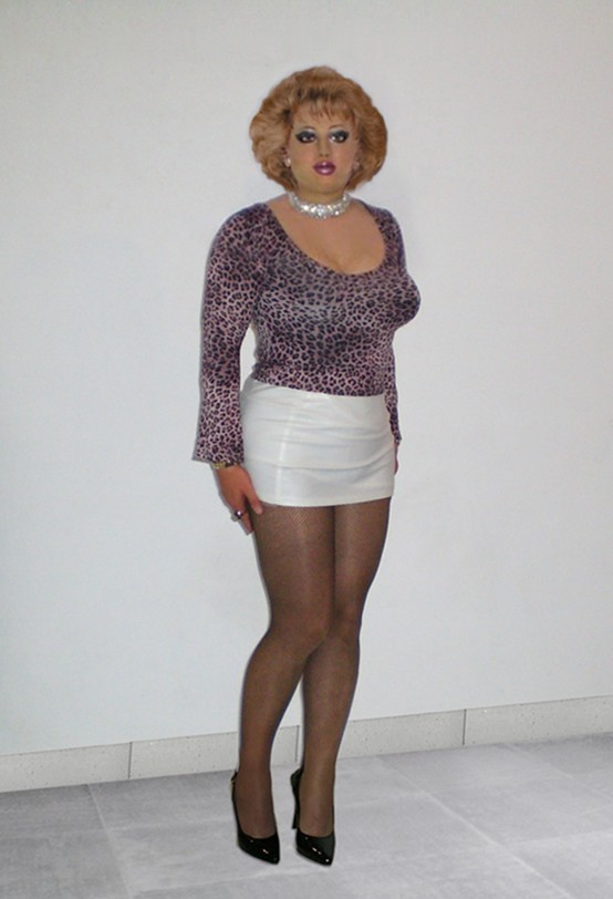 Mature In Tight Miniskirt 63