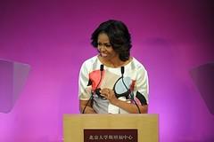 米歇尔北大演讲强调言论自由 美国第一夫人米歇尔 (Michelle Obama)3月22日在北京大学演讲时,公开为言论和讯息自由辩护,指那是普世权利,一个国家只有倾听国民意见和声音才会变得更强大