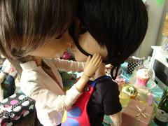Voy... a comerte! (El cumpleaos de Ewan) 32 (Lunalila1) Tags: kiss doll peter groove yaoi viii fh kuro gyro oneal kain delantal taeyang junplaning fotohistoria tatsuha elcumpleaosdeewan