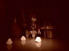 Amor pirata  (Xic Eseyosoyese (Juan Antonio)) Tags: camera brown love luz sepia cafe kodak amor pirates lindo piratas playmobil pirata juguete easyshare dulces  corazones ruido c1505