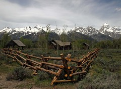 Grand Tetons (VenturaMermaid) Tags: mountains fence landscape scenery fencing grandtetons woodfence mountainrange chapelofthetransfiguration buckandrailfence