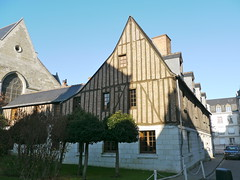 Tours, Indre-et-Loire: maison rue Courteline (Marie-Hélène Cingal) Tags: france centre 37 tours halftimbered colombages touraine indreetloire ruecourteline