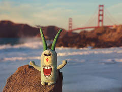 Plankton Has No Shame! (pixelmama) Tags: sanfrancisco california goldengatebridge bakerbeach plankton toyintheframethursday htitft 16daycaliforniasafari planktontakesanosedive thanksireneforthestellaractionshot