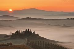 Tuscany Morning #7 (Corsaro078) Tags: mist fog sunrise landscape alba nebbia paesaggio d90 poderebelvedere