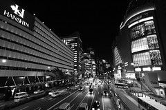 Traffic (Teruhide Tomori) Tags: light bw japan night traffic departmentstore   osaka  umeda hanshin  osakastation  earthasia