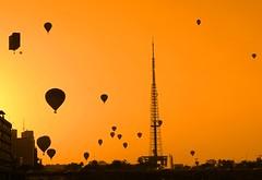 Westward leading, still proceeding  .  .  . (ericrstoner) Tags: sunset pordosol brasília balloon balão brasilia distritofederal bemflickrbembrasil brasilemimagens