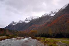 pineta (Pepon 2009) Tags: campo otoño montañas ordesa montes cumbres parquenatural valledelapineta nieive